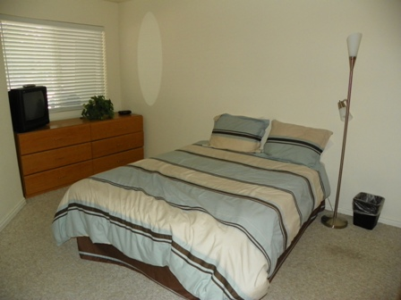 http://www.bearlakelodging.com/custimages/109bedroom.JPG