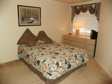 http://www.bearlakelodging.com/custimages/202bedroom.JPG
