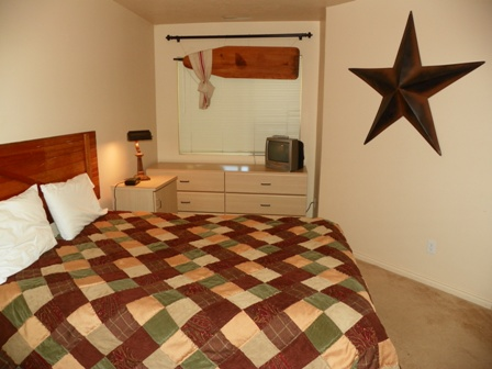 http://www.bearlakelodging.com/custimages/204bedroom.JPG