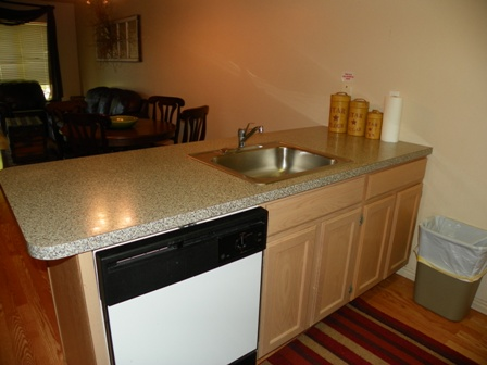 http://www.bearlakelodging.com/custimages/204kitchen.JPG