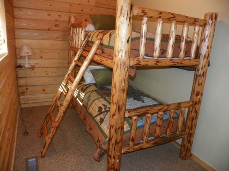 http://www.bearlakelodging.com/custimages/GPbunks.JPG